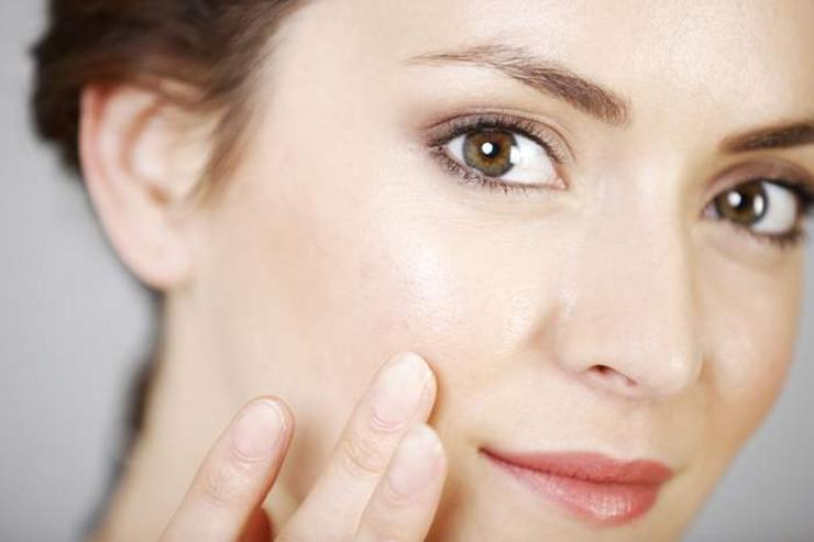 photos/RJAZCoYSScHow-retinol-works-and-can-benefit-all-skin-types-Environ-Skin-Care.jpg