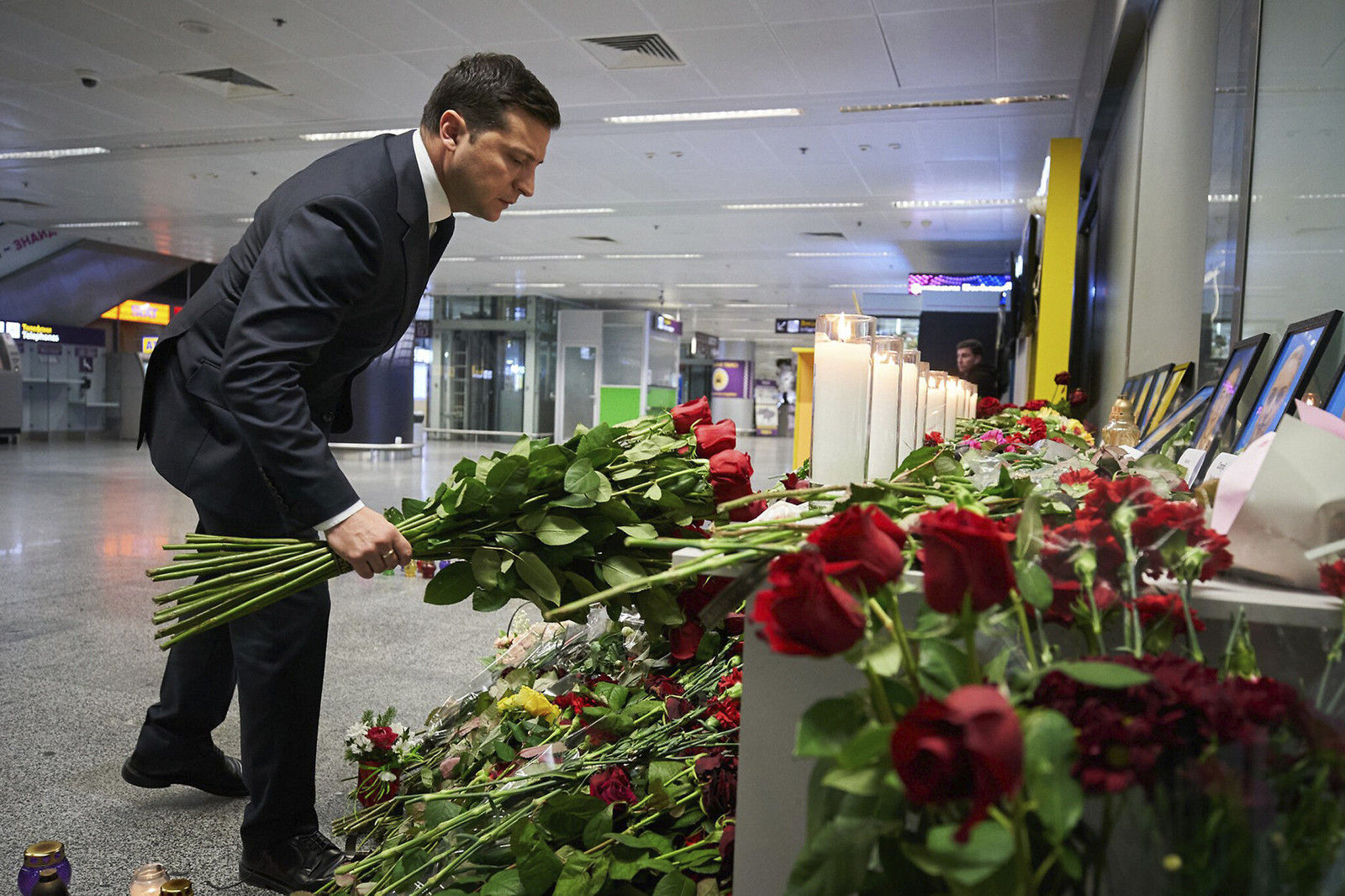 photos/cbb8d0_zelensky_on_plane_crash_x974.jpg