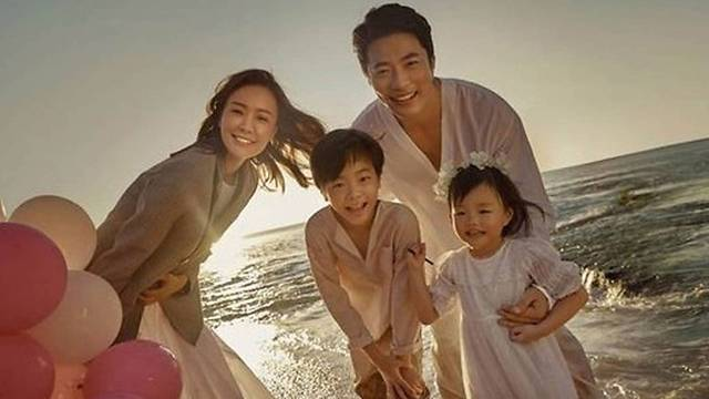 photos/kwon-sang-woo-family 1.jpg